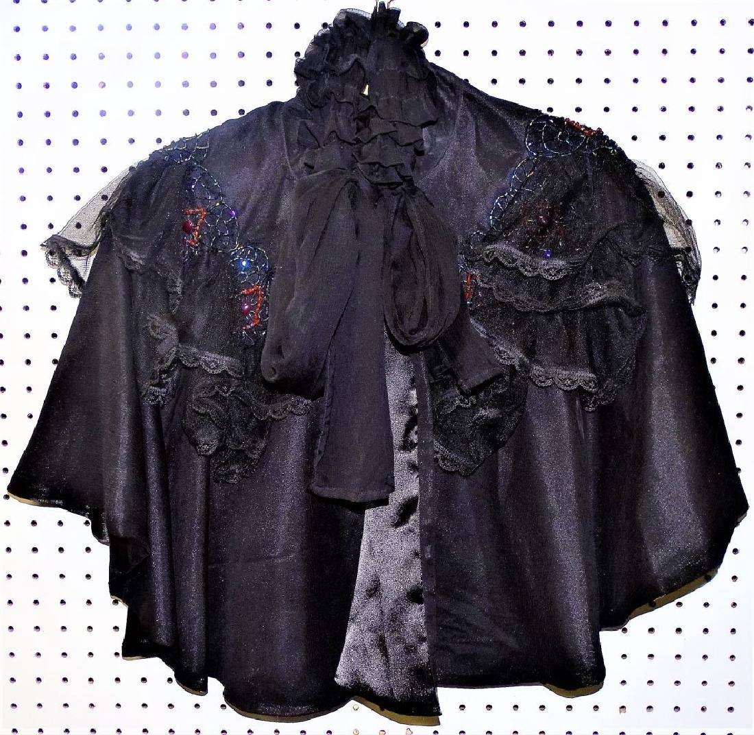VICTORIAN MOURNING WOMANS CAPE