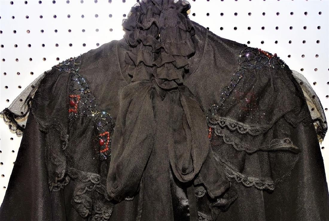 VICTORIAN MOURNING WOMANS CAPE - 2