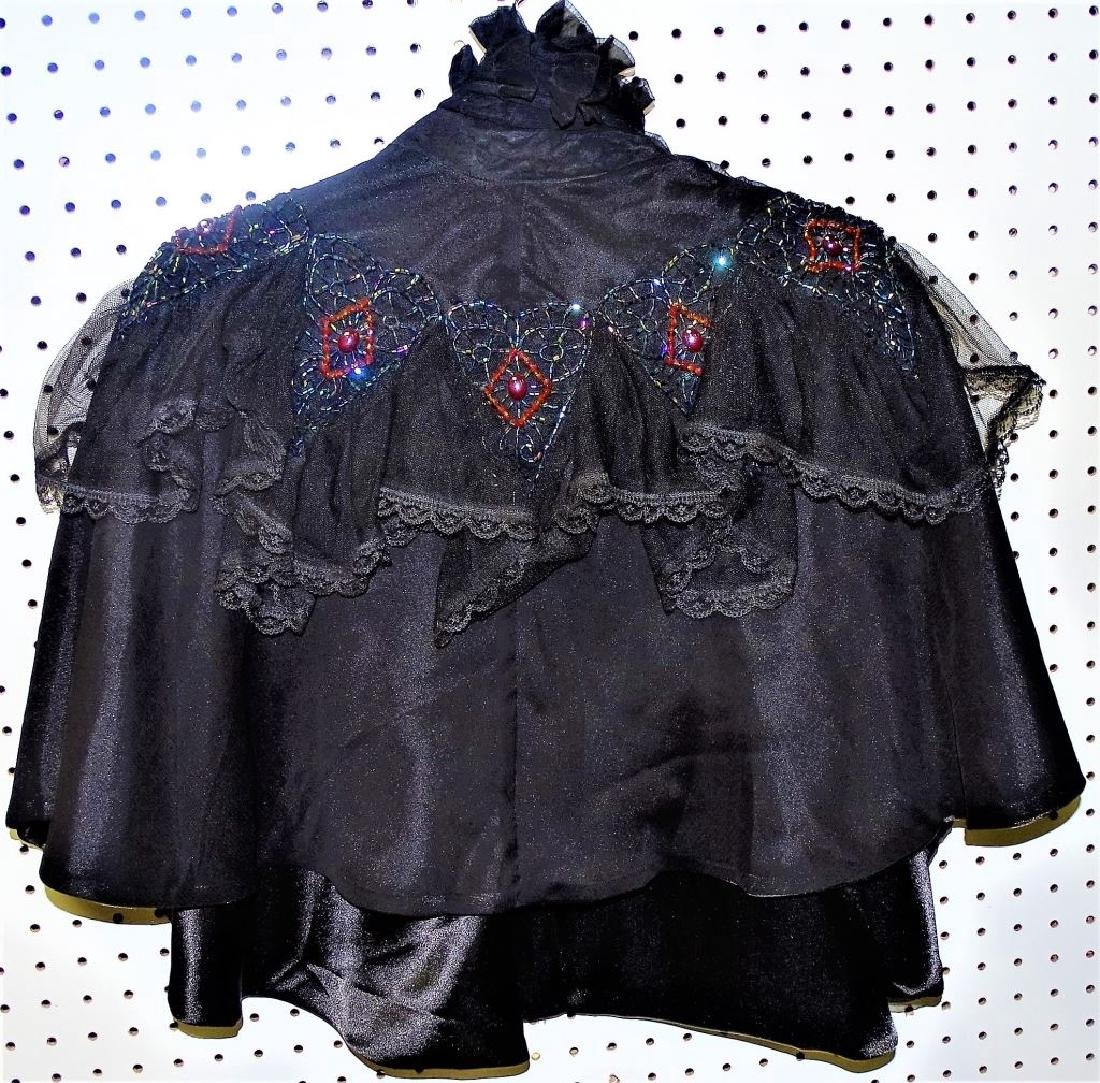 VICTORIAN MOURNING WOMANS CAPE - 3