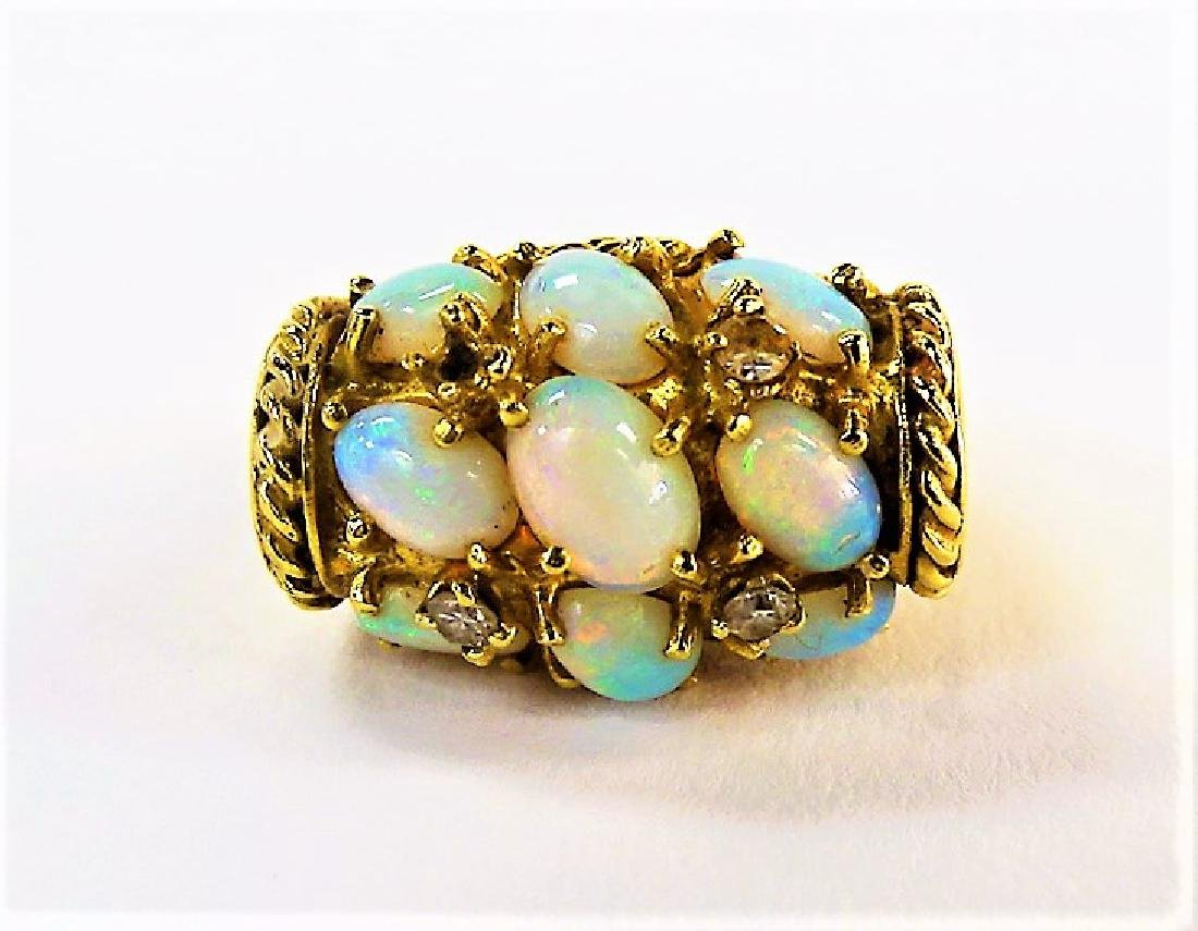18KT Y GOLD AND OPAL LADIES COCKTAIL RING