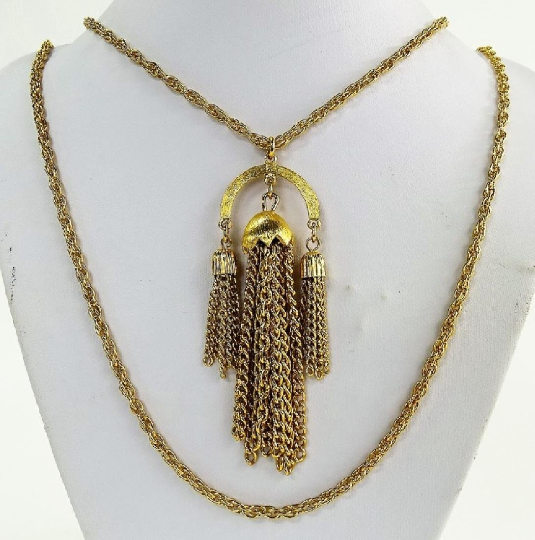 VINTAGE TRIFARI GOLD TONE NECKLACE WITH LABEL