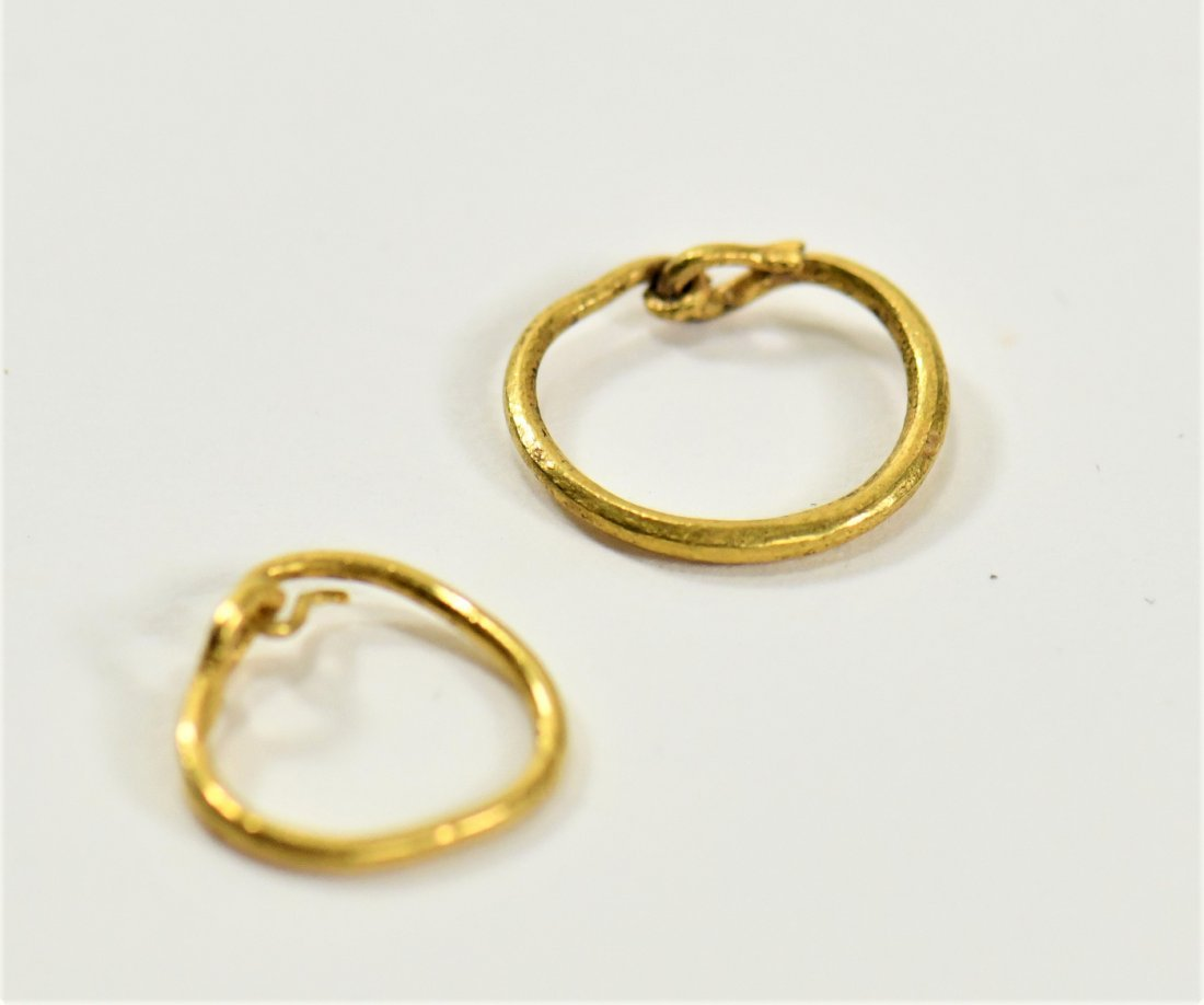 A Pair of Matched Roman Gold Earrings - 2