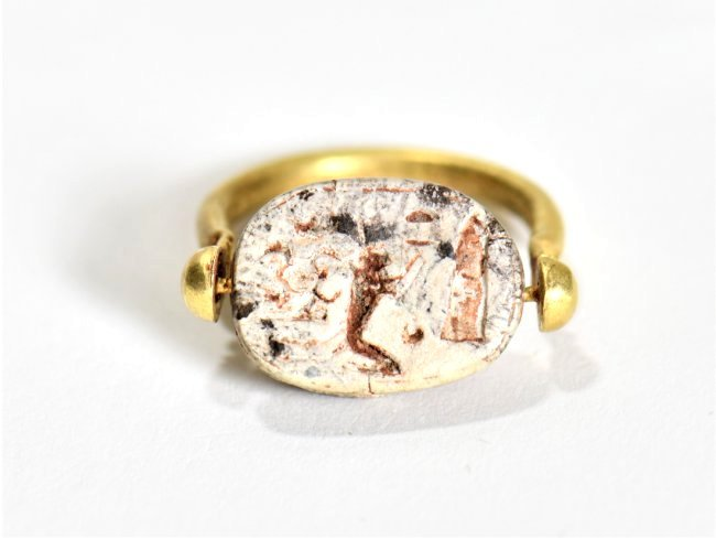 An Egyptian Scarab and Gold Swivel Ring - 4