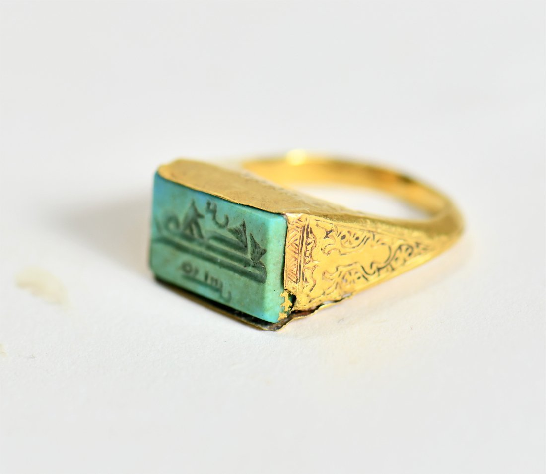 An Islamic Gold Ring with an Inscription - 3
