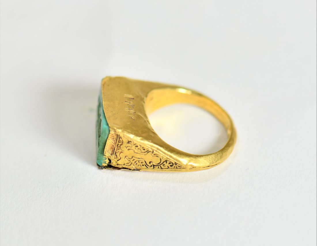 An Islamic Gold Ring with an Inscription - 4