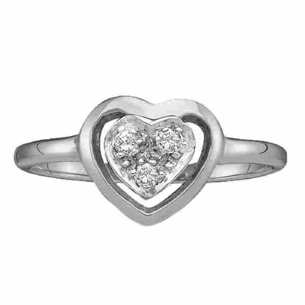 005 CTW Diamond Simple Heart Cluster Ring 10KT White