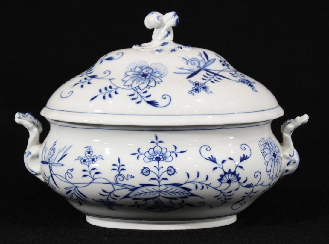 MEISSEN Large Porcelain Blue And White Covered Tureen - 2