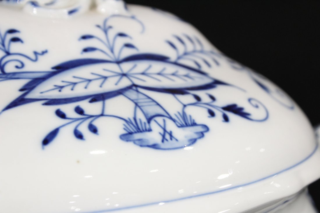 MEISSEN Large Porcelain Blue And White Covered Tureen - 3