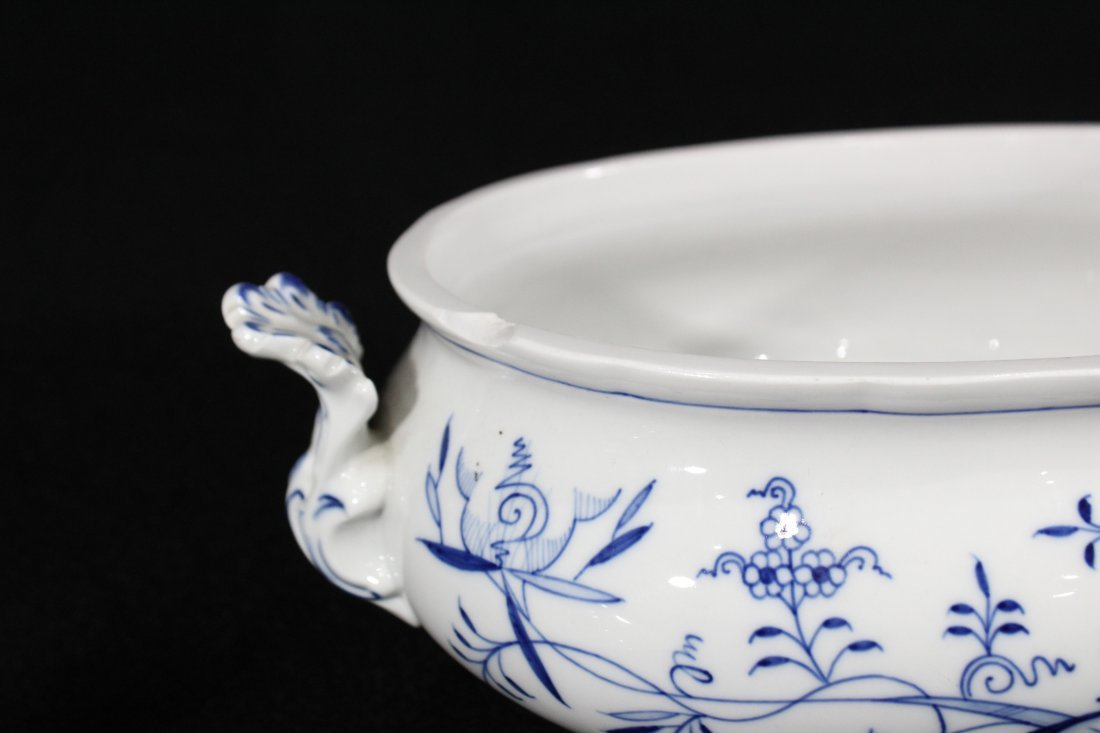 MEISSEN Large Porcelain Blue And White Covered Tureen - 4