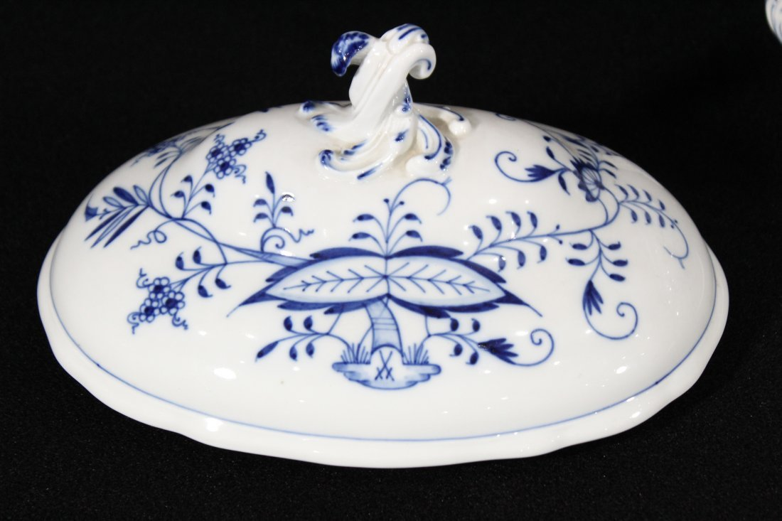 MEISSEN Large Porcelain Blue And White Covered Tureen - 5