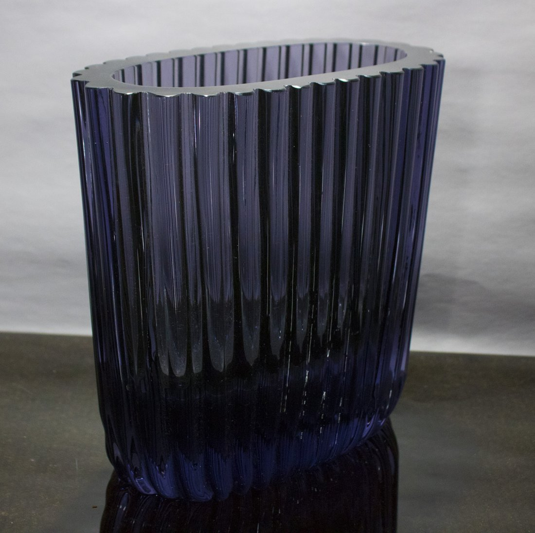 Mid Century Modern Quality Amethyst Glass Ribbed Vase - 2