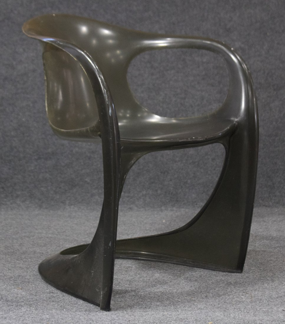 MID CENTURY SPACE AGE DESIGN Molded Plastic Arm Chair