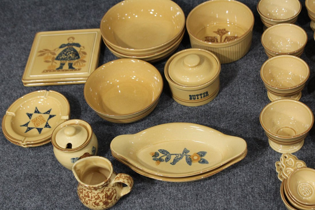 40 + Pieces PFALTZGRAFF Pottery Dinner Ware And Serving - 4