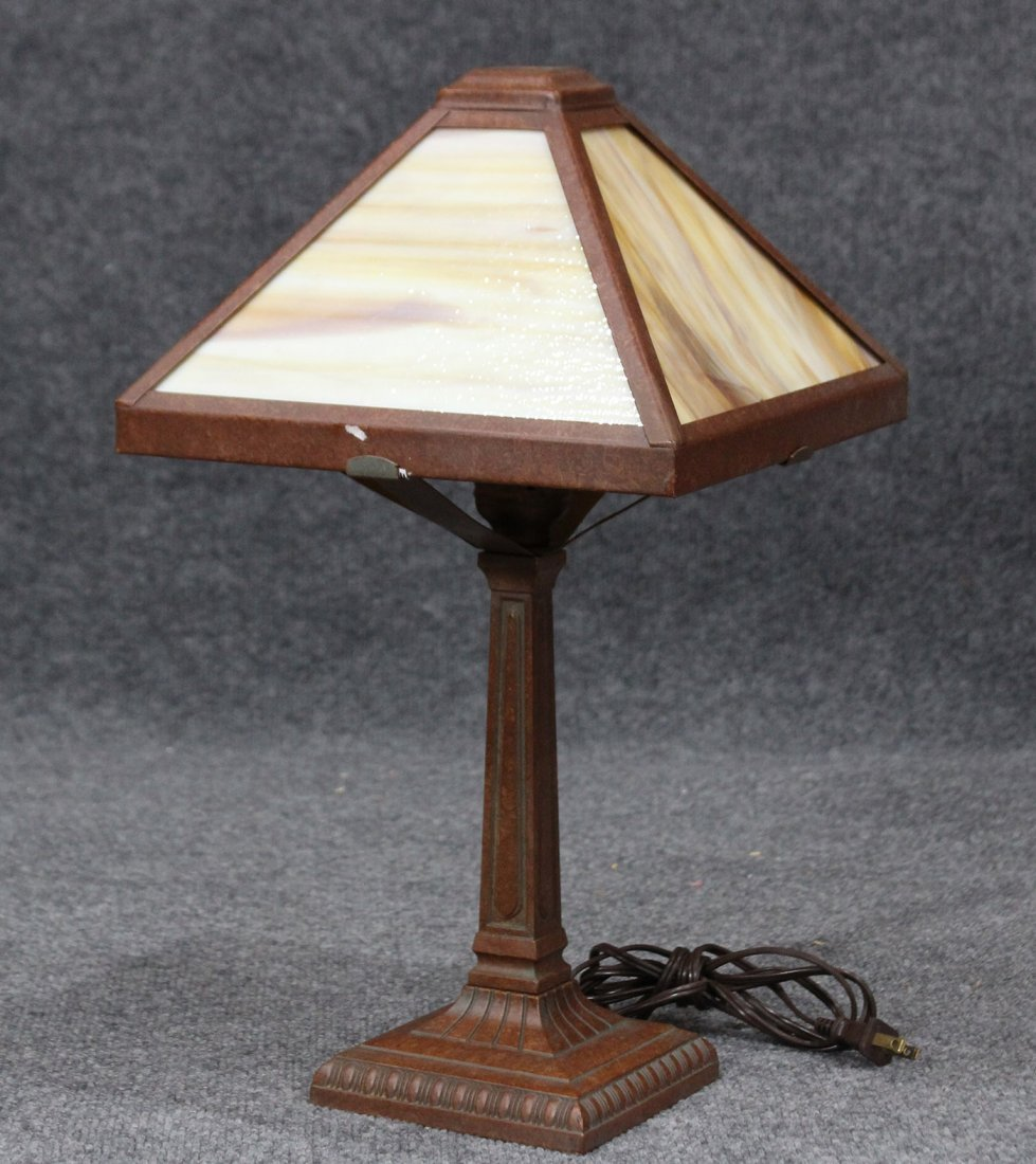 ARTS AND CRAFTS Style SLAG GLASS TABLE LAMP