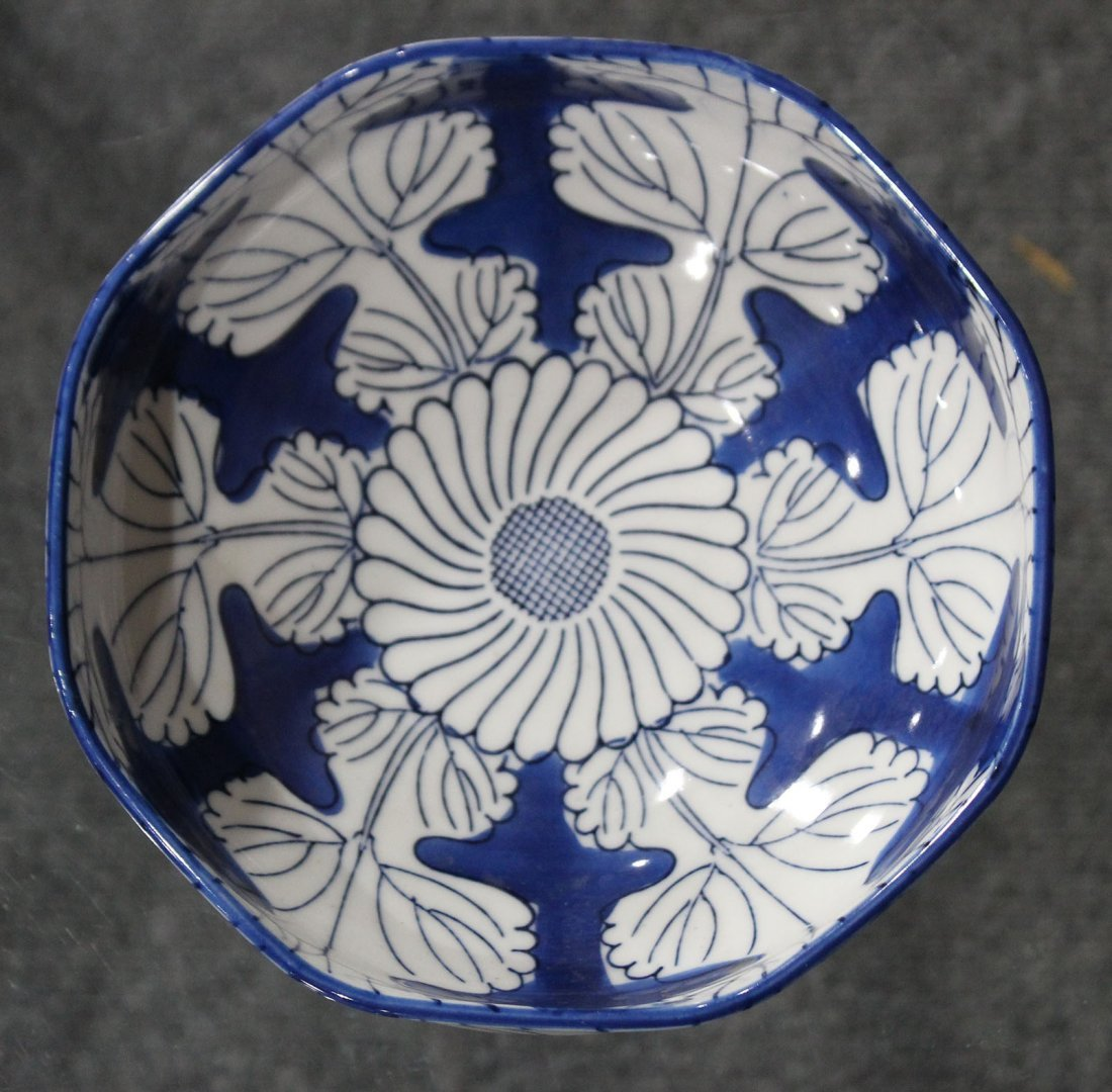 Japanese blue and white flowered bowl - 2