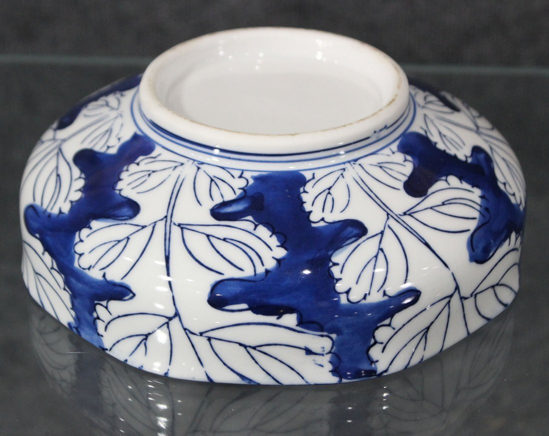 Japanese blue and white flowered bowl - 4