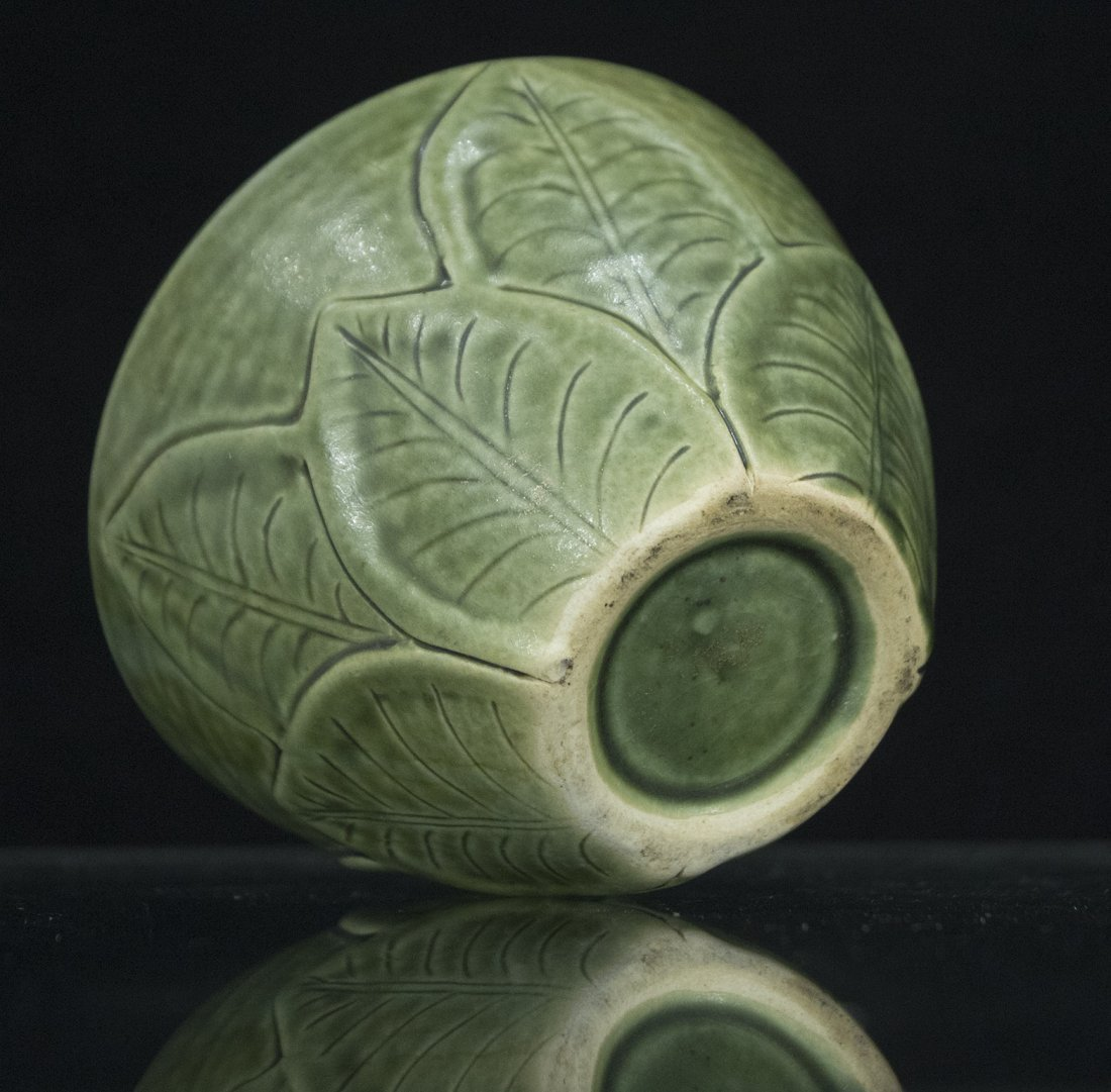 Unusual Green Celadon Ceramic LILY PAD VASE WITH FROG - 5