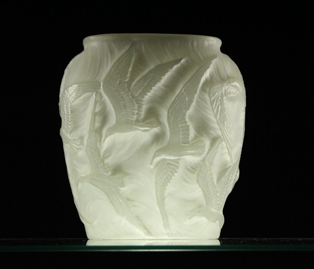 BIRDS IN FLIGHT Consolidated Satin Glass Vase - 7