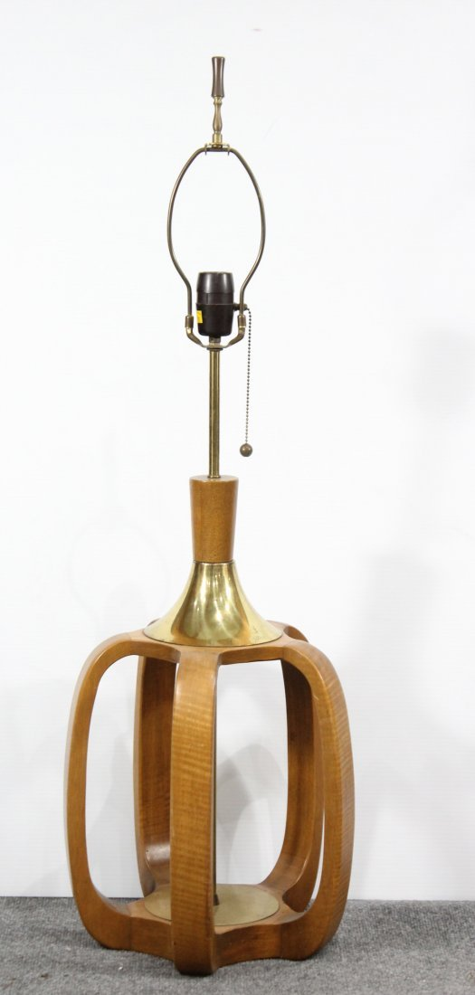 MID CENTURY MODERN TEAK AND BRASS TABLE LAMP - 2