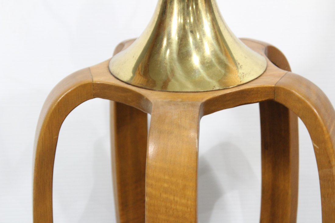 MID CENTURY MODERN TEAK AND BRASS TABLE LAMP - 3