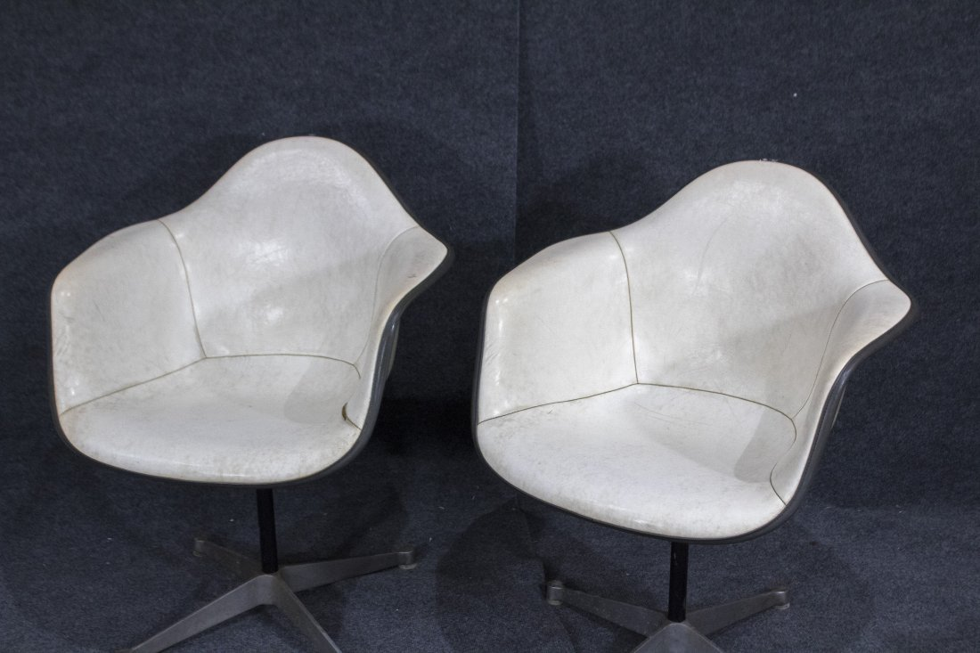 Pair HERMAN MILLER MCM white fiberglass arm chair - 3