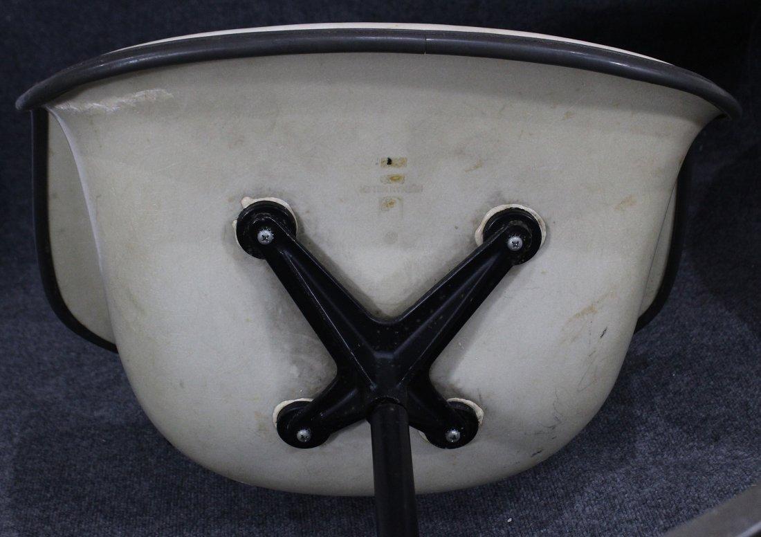 Pair HERMAN MILLER MCM white fiberglass arm chair - 6