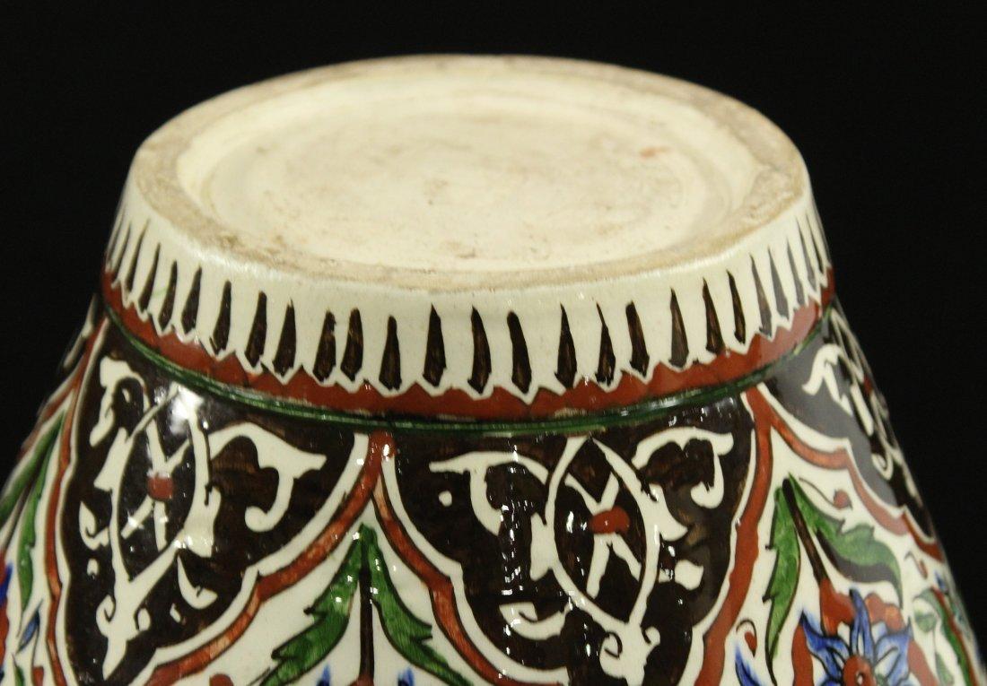 Italian Renaissance Decorated Ceramic Vase - 4