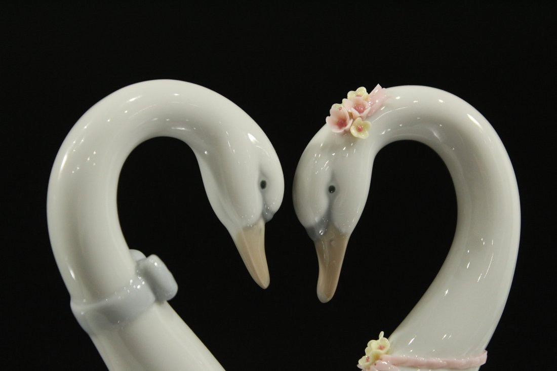 LLADRO PORCELAIN DOUBLE SWANS FORM A HEART - 2