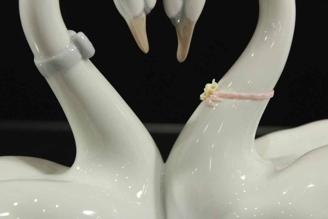 LLADRO PORCELAIN DOUBLE SWANS FORM A HEART - 3