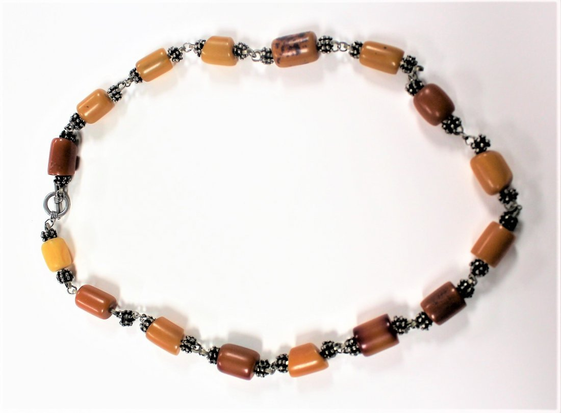 Vintage BUTTERSCOTCH BAKELITE AND SILVER NECKLACE - 2