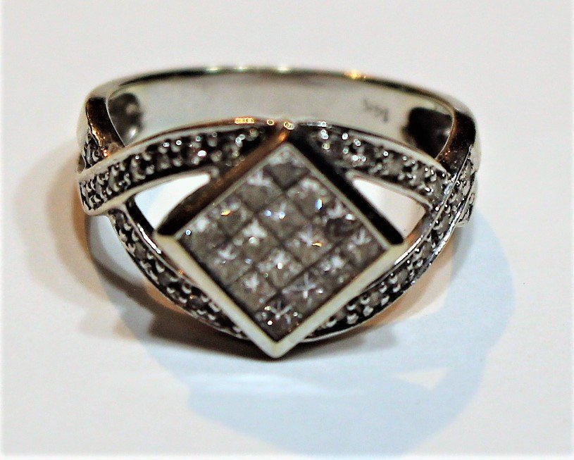 14 K White Gold Diamonds Ring Size 7