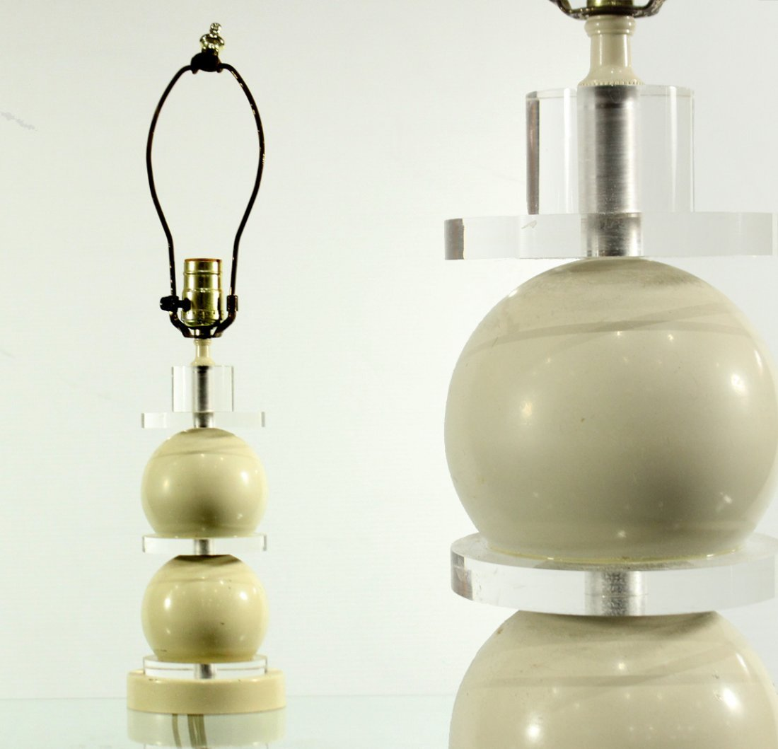 MID CENTURY ATOMIC SPHERE AND LUCITE TABLE LAMP