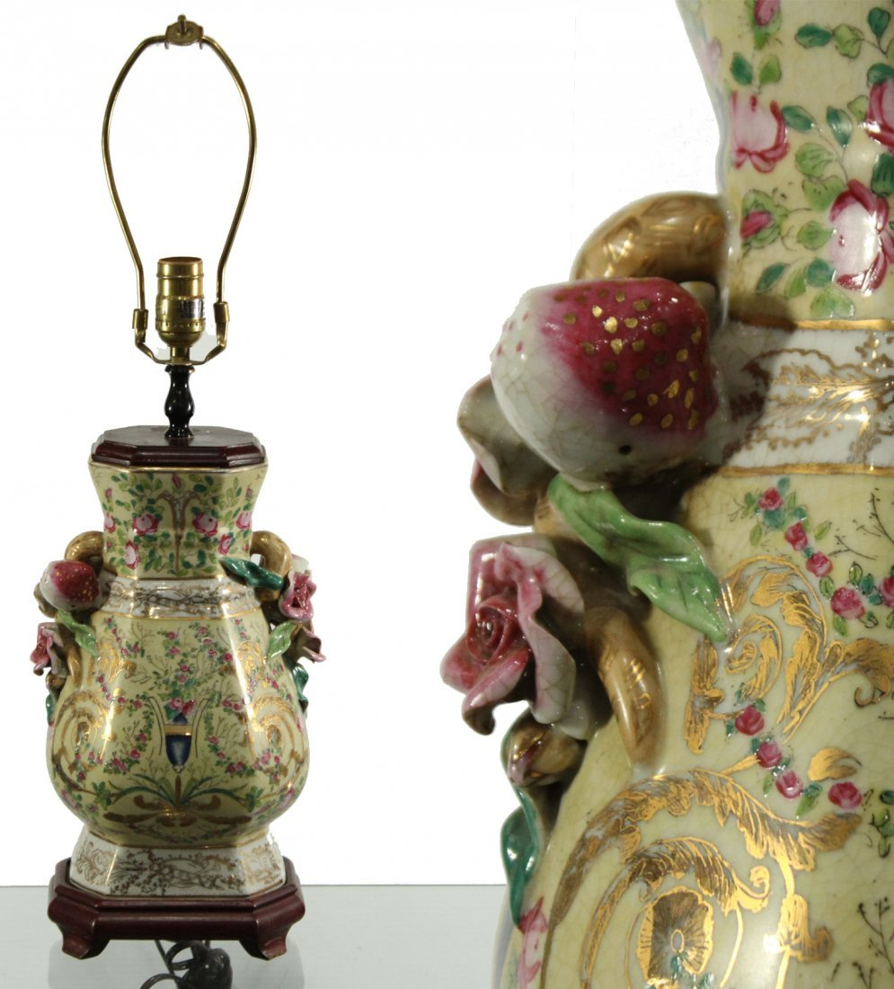Beautiful Quality Chinese Porcelain Lamp Applied Floral