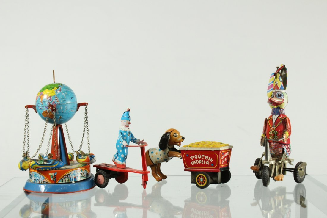 Assorted vintage toys and collectibles