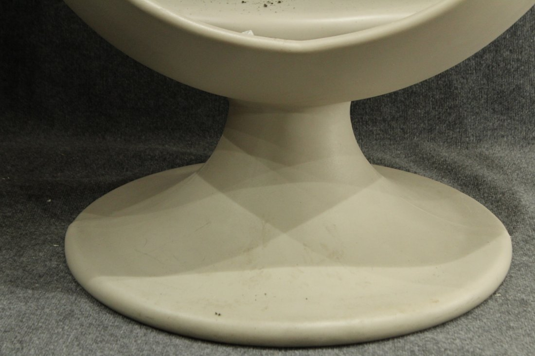 Circa 1974 EGG CHAIR WITH SPEAKERS Starkey Laboratories - 5