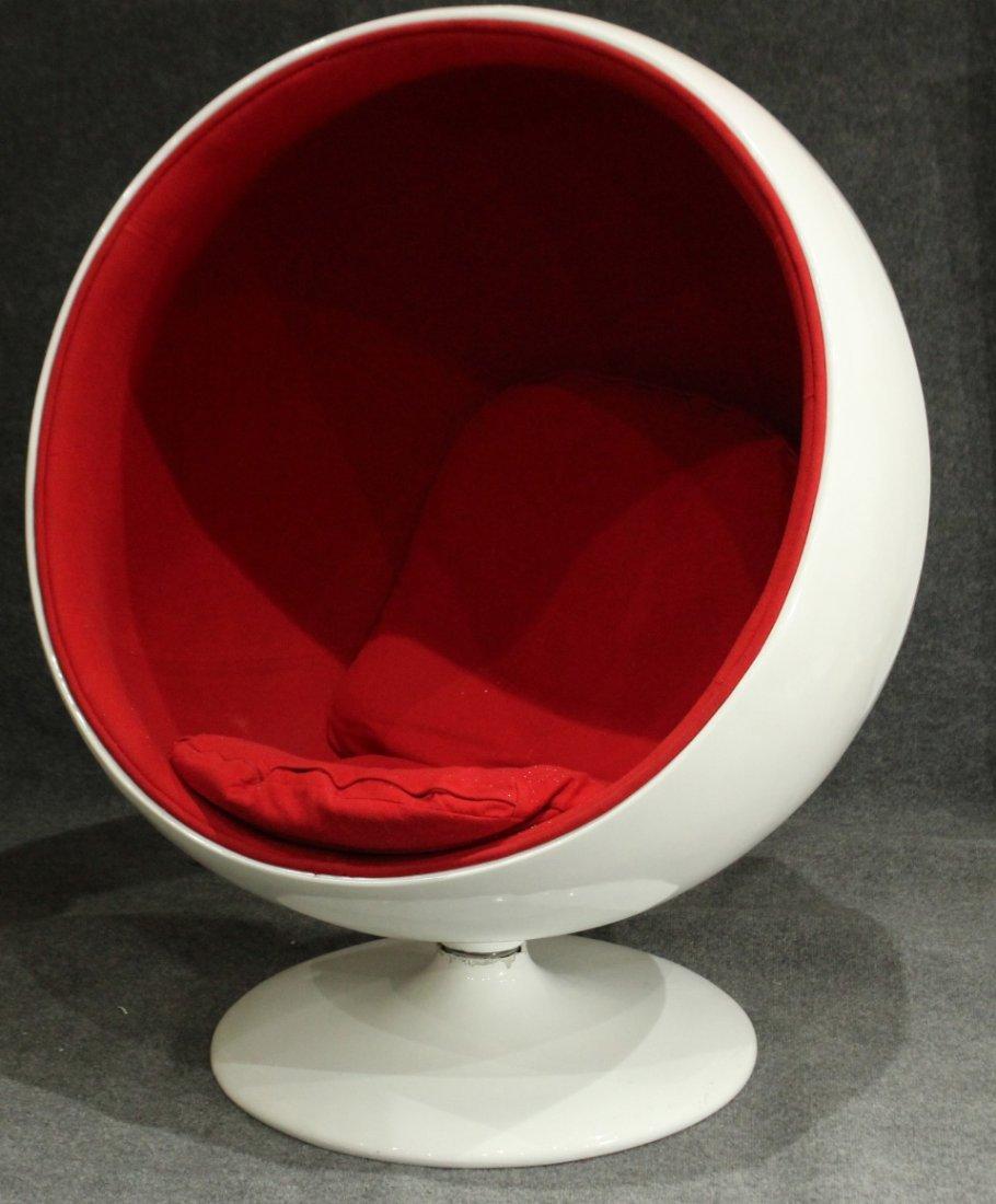EERO AARNIO Design ICONIC BALL CHAIR / SPHERE CHAIR