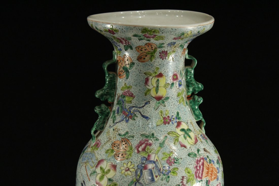 FINE CHINESE PORCELAIN TEMPLE VASE All Over Decoration - 2