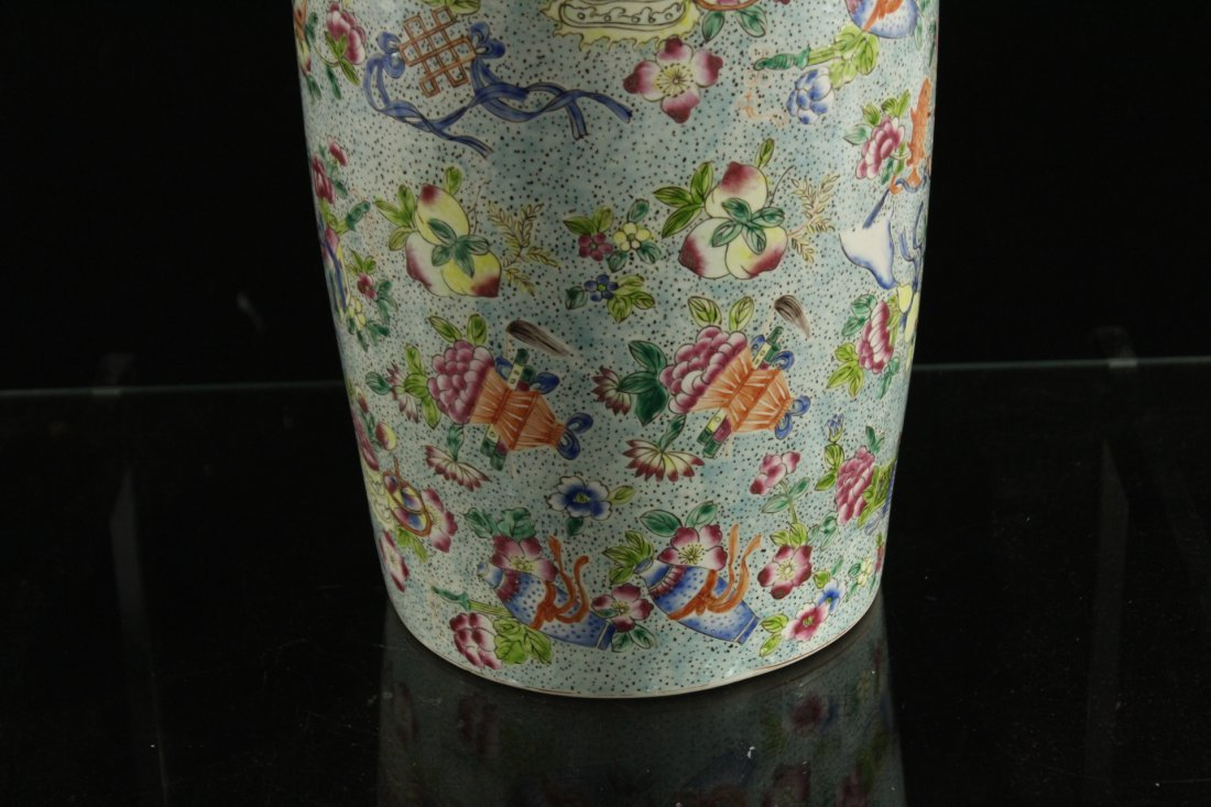 FINE CHINESE PORCELAIN TEMPLE VASE All Over Decoration - 4