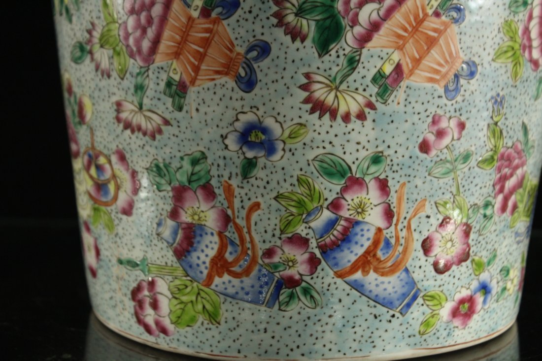 FINE CHINESE PORCELAIN TEMPLE VASE All Over Decoration - 8