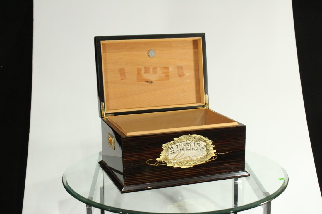 H. UPMANN CUBAN CIGARS HUMIDOR Polished Lacquered Box - 4