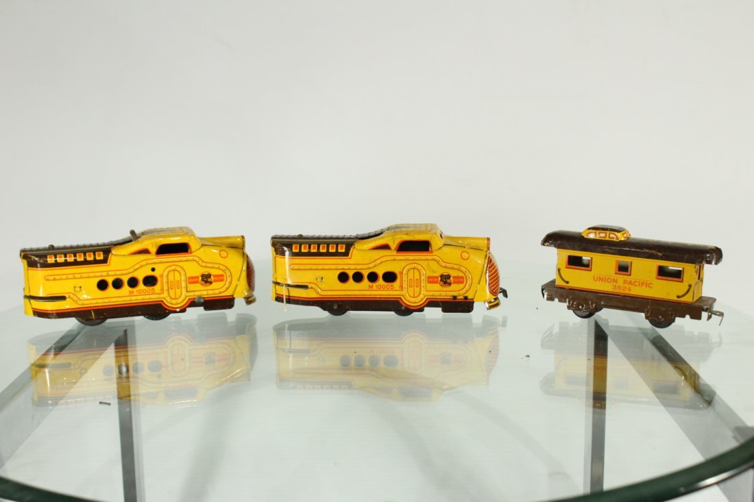 Collection of vintage toy trains - 9