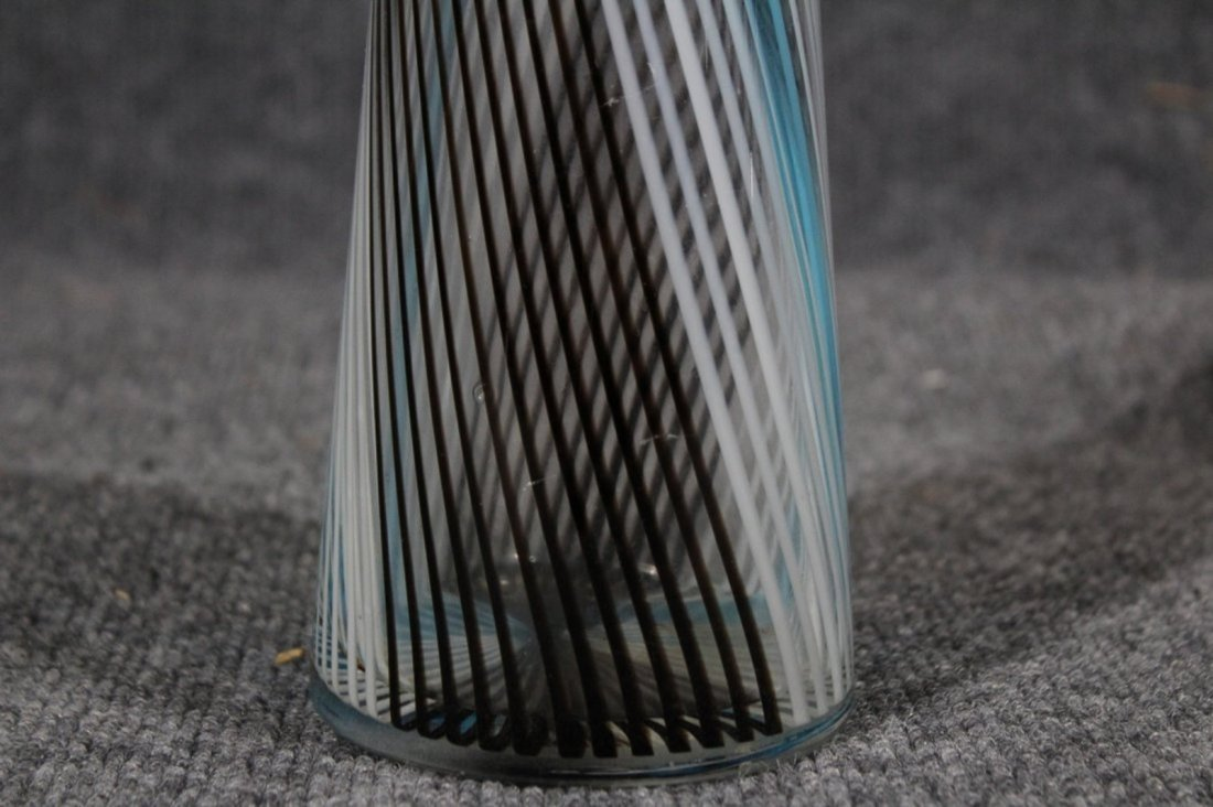 MID CENTURY MODERN ITALIAN GLASS CYLINDRICAL VASE - 2