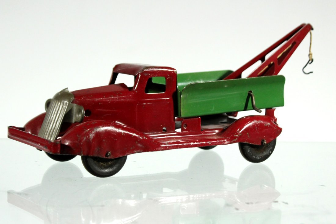 Antique PRESSED STEEL RED AND GREEN WRECKER TRUCK