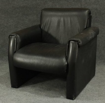 MID CENTURY MODERN BLACK LEATHER CLUB CHAIR Clean