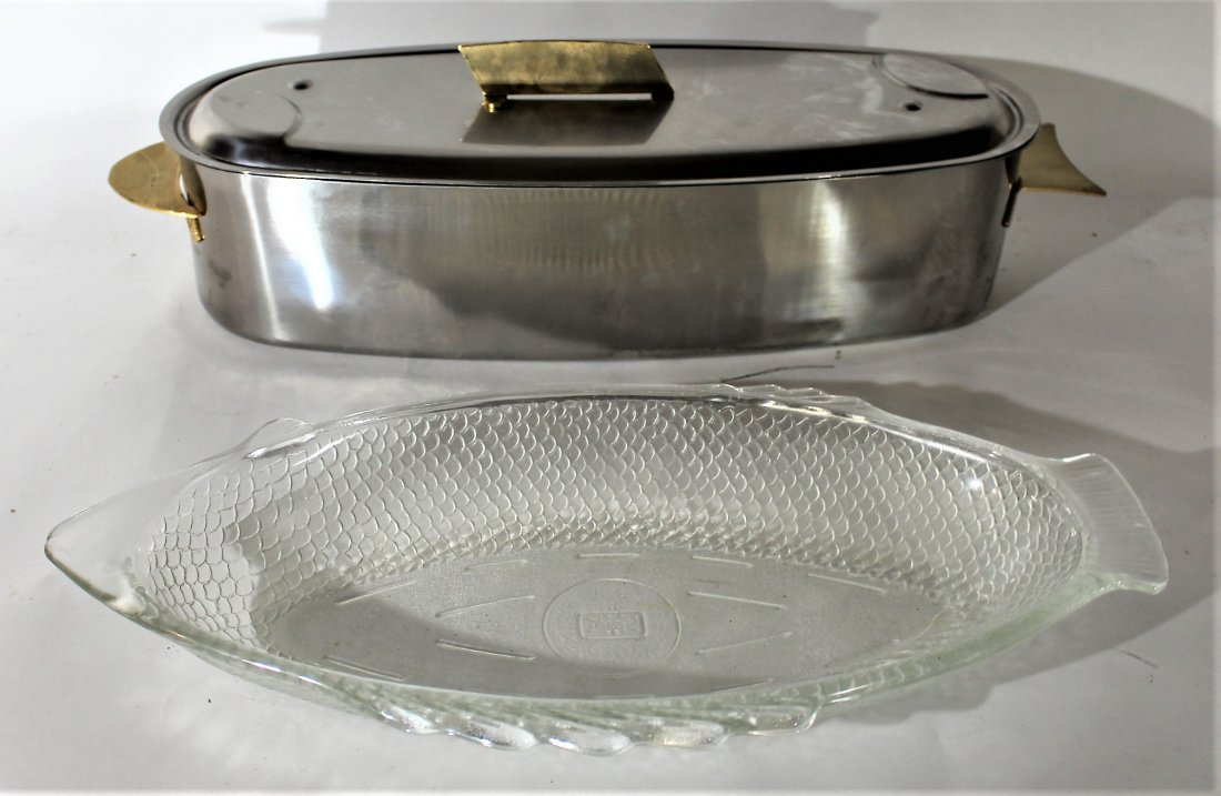 2-PIECE STAINLESS AND BRASS FISH COOKER and GLASS DISH