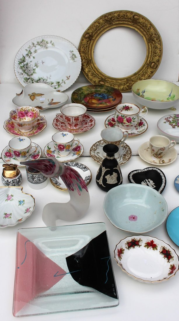 28 PIECES MIXED ESTATE LOT PORCELAIN CUPS SAUCERS, ETC