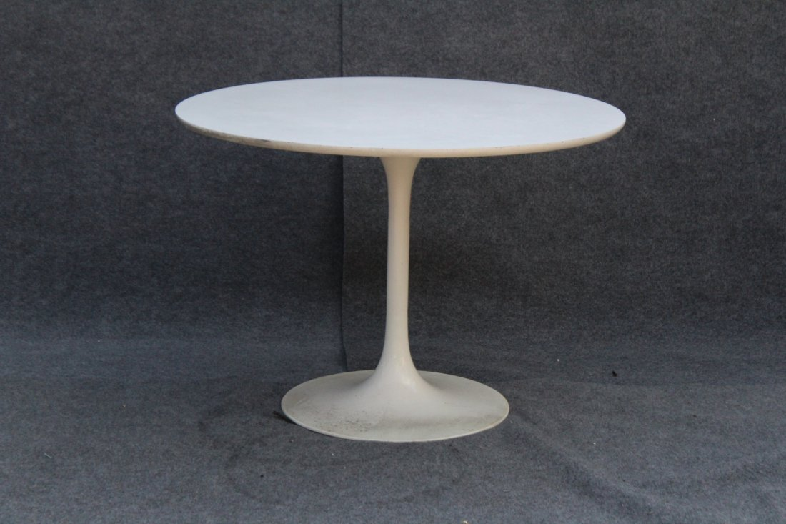 KNOLL SAARINEN WHITE TULIP BASE DINING TABLE 42 in. Dia
