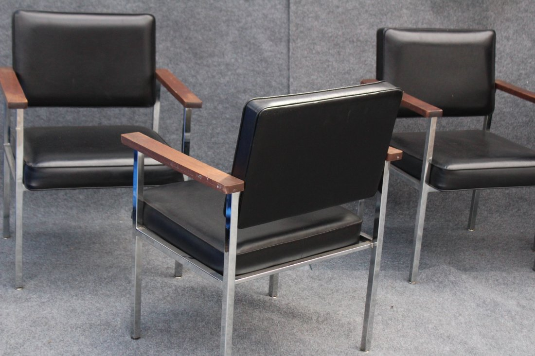 SET 4 MID CENTURY KNOLL CHROME AND BLACK ARM CHAIRS - 4