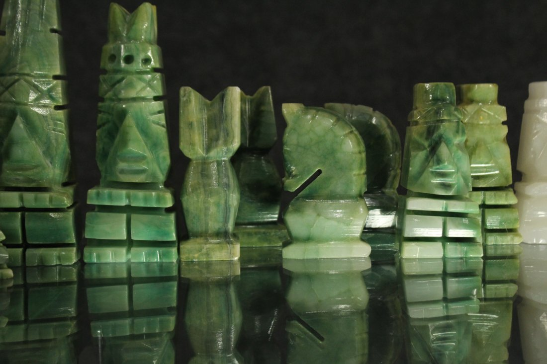 WHITE MARBLE AND GREEN MALACHITE CHEST SET WITH BOARD - 6