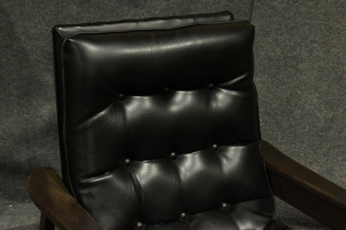 Mid-Century Modern Danish Lounge Chair With Arms - 2